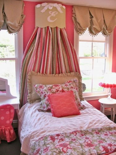Girly bedroom decorating ideas amelia pasolini for Girly wallpapers for bedrooms