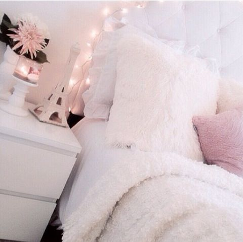 Girly bedroom decorating ideas amelia pasolini for Girly bedroom ideas