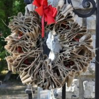 DIY Décor: Best Ideas For Christmas Burlap Wreath
